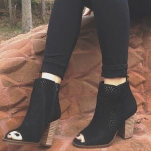 Lucky Brand Black Lakmeh Heeled Booties Size 6.5